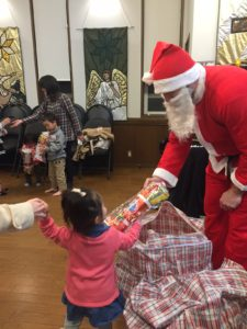 Santa came to our English class' Christmas party and everyone received a special gift!